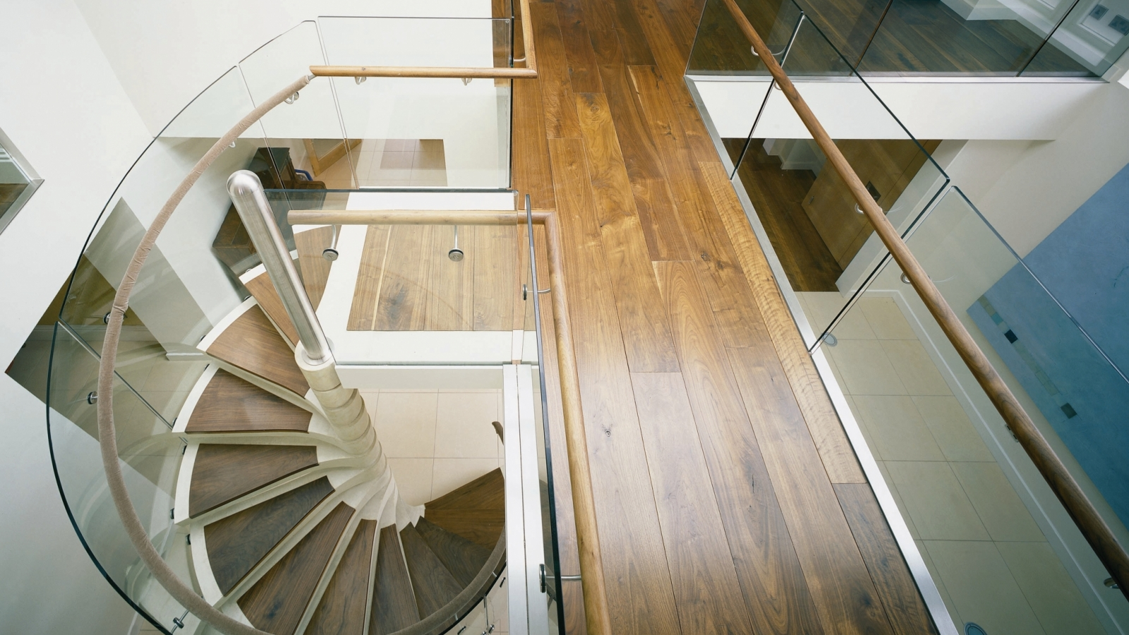 Winder Staircases Are A Straight Flight Of Stairs That Curve Around A  Corner Which Could Save Space As There Is No Need For A Landing. Although  Spiral ...