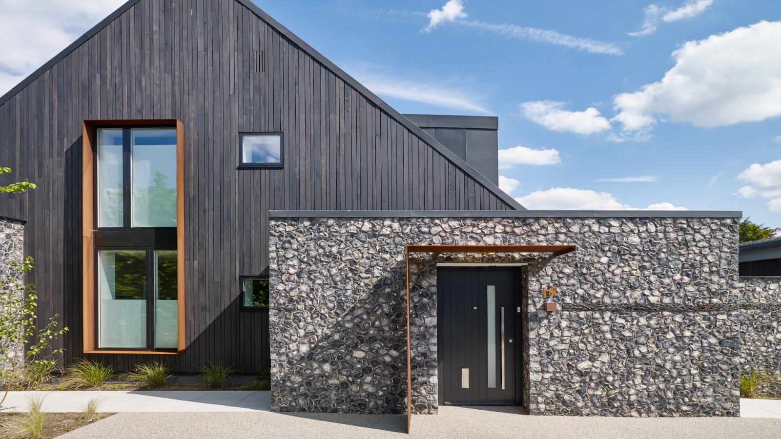 House 19 Grand Designs Feature 21st September 2016