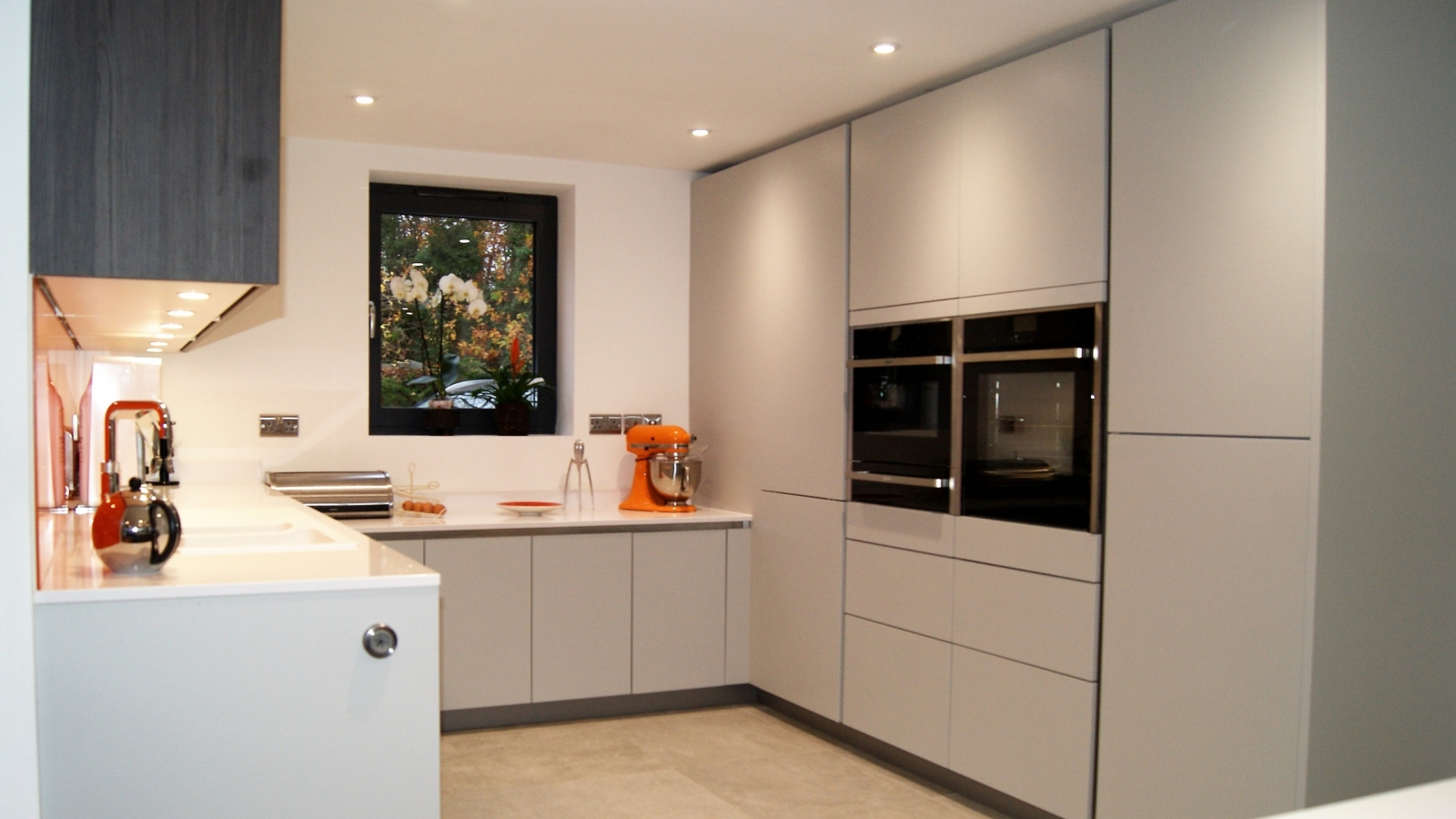 Add A Splash Of Colour To Your Modern Kitchen 14th